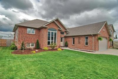 DON'T MISS THIS UNIQUE & OVERSIZED R-RANCH ON SOUTHWOOD DR